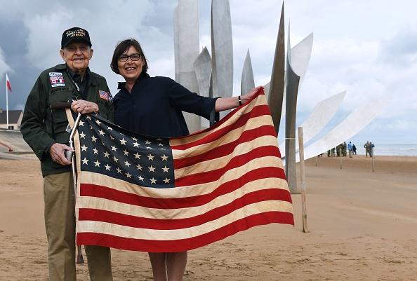 D-Day– 75 ans après, un vétéran américain retrouve la jeune Française qu'il a aimée pendant la guerre: «Tu n'as jamais quitté mon cœur»