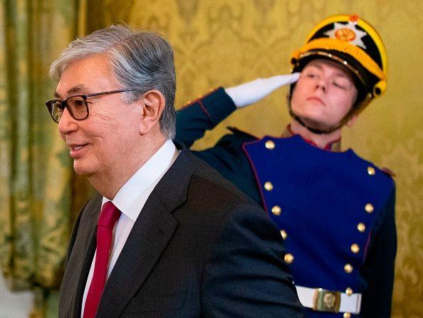 Kazakhstan: le nouveau président investi, plus de 100 arrestations
