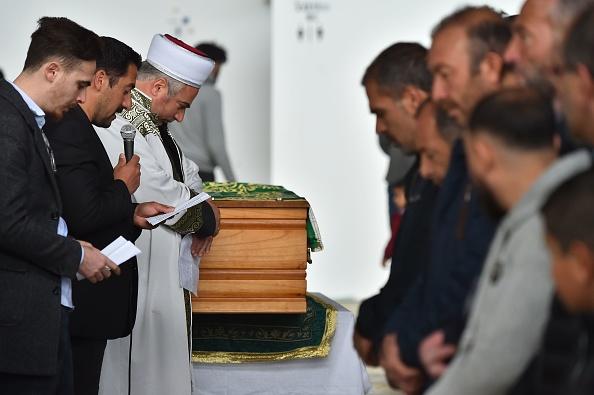A Lorient, des centaines de personnes aux obsèques de l'enfant tué par un chauffard