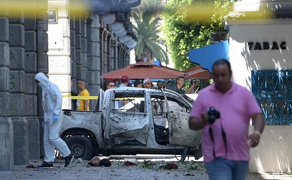 ALERTE INFO – Attentat contre la police sur la principale avenue de Tunis