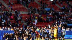 Mondial de foot féminin: les supporters japonais nettoient les tribunes après les matchs