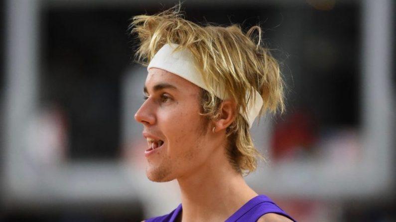 Le chanteur Justin Bieber défie l'acteur Tom Cruise en combat dans un octogone