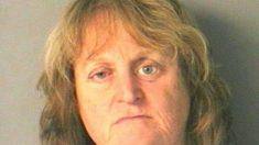 Une femme arrêtée après avoir poussé son chien dans un lac et l'avoir regardé se noyer