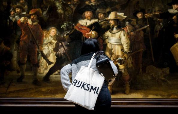 La «Ronde de nuit» de Rembrandt restaurée en public, une première