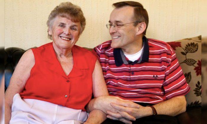 Une mère atteinte de la maladie d'Alzheimer ne reconnaissait pas son fils, mais un régime alimentaire spécial pour le cerveau lui redonne la mémoire