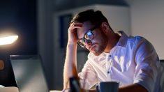 Passer de longues heures au bureau pourrait vous tuer